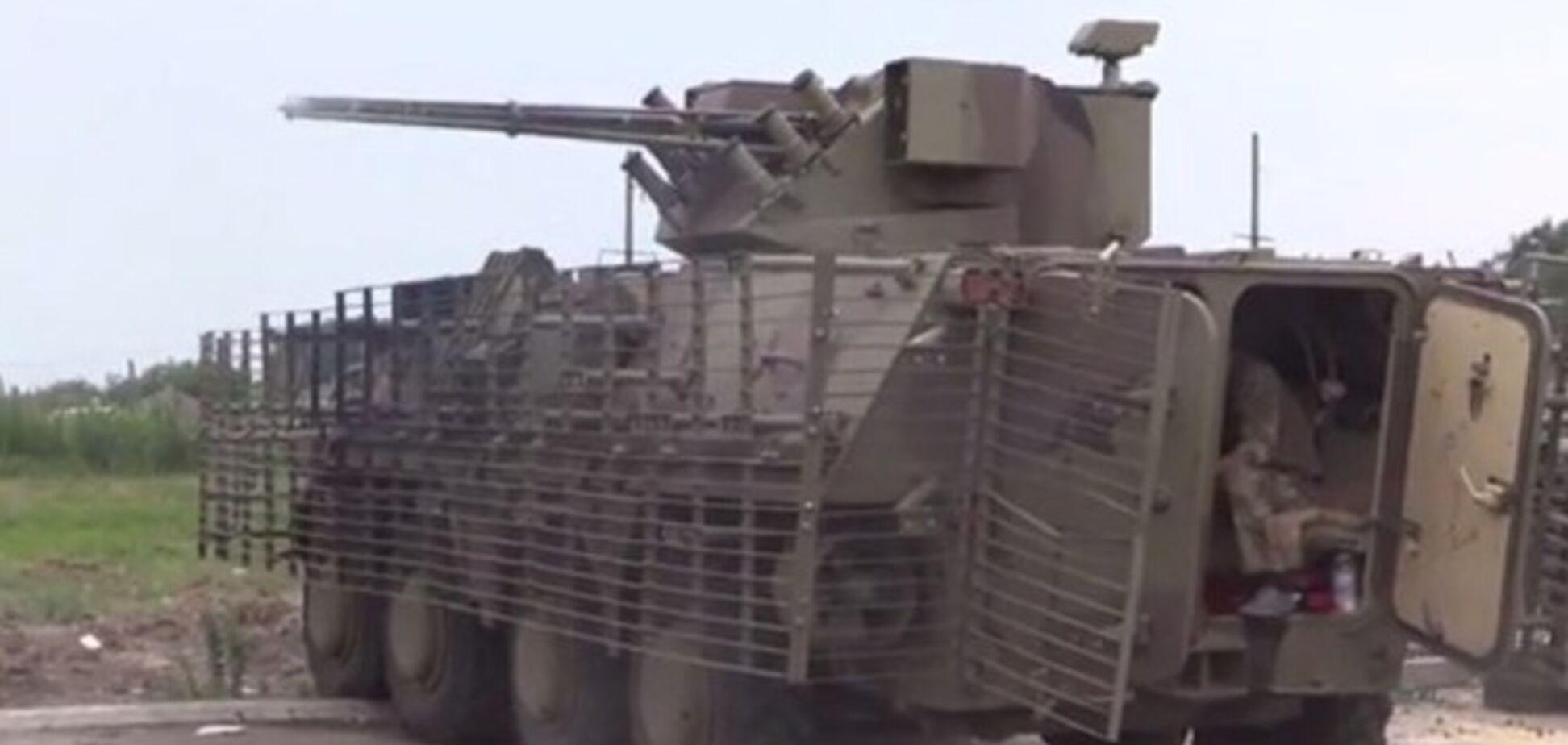 Как украинские силовики обстреляли террористов из новеньких БТР. Видеофакт