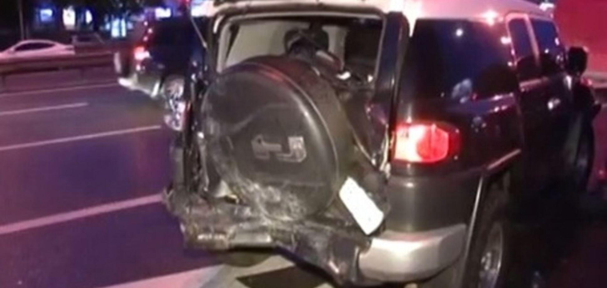 В Киеве бус провоцировал ДТП: трое пострадавших, повреждены четыре авто