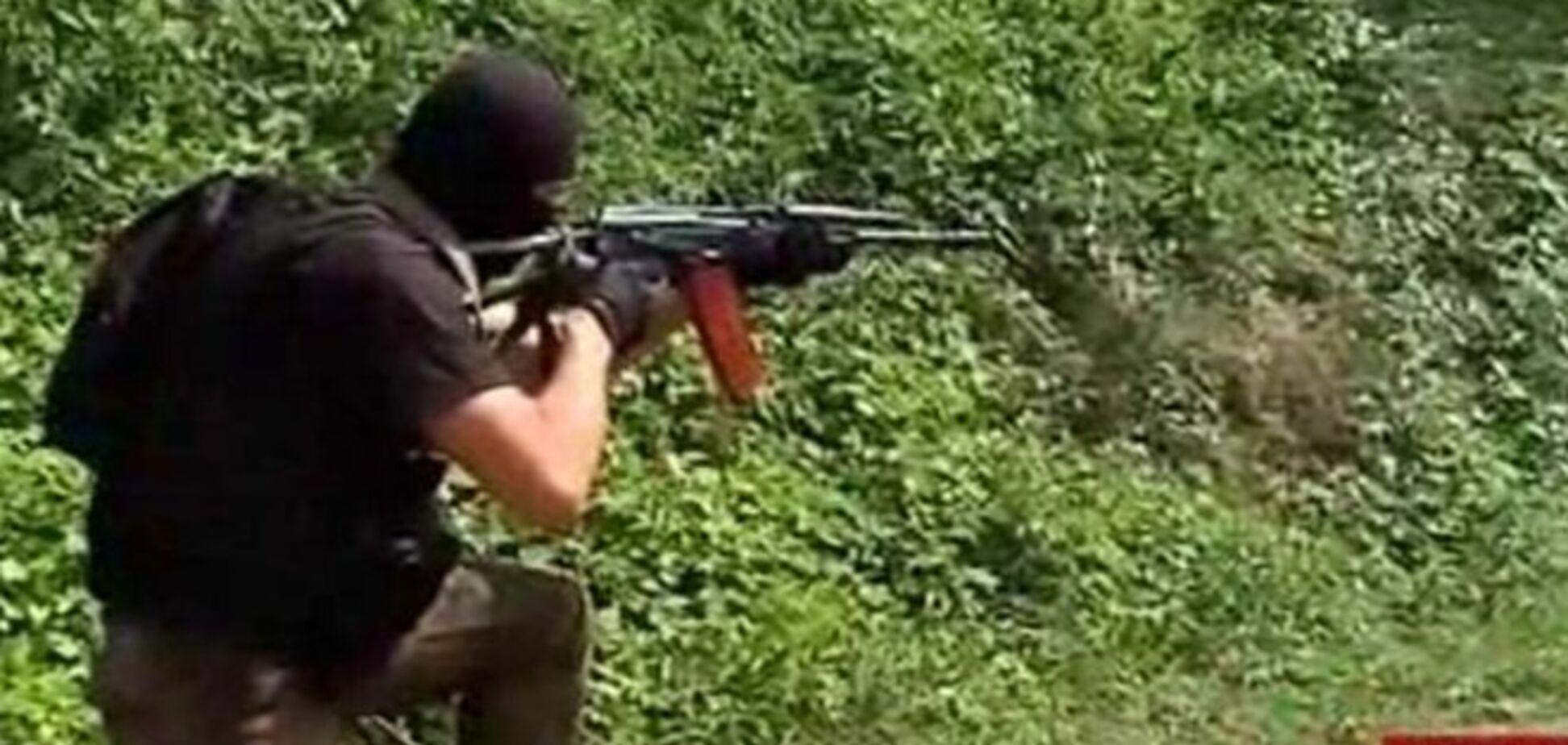 Бывшие беркутовцы учат бойцов батальона 'Азов', как уничтожать террористов