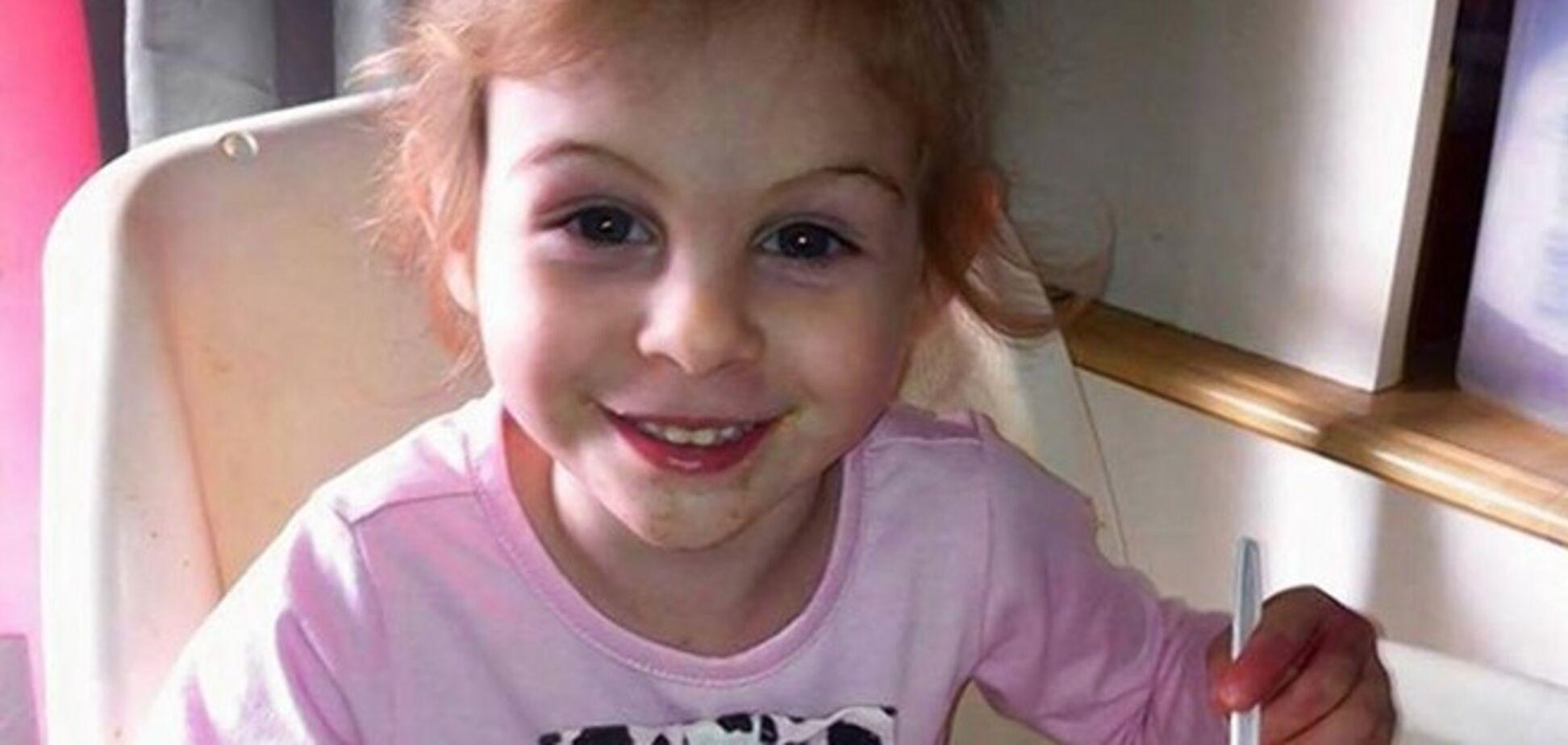 3-летнюю девочку, изуродованную питбулями, выгнали из KFC, из-за внешности