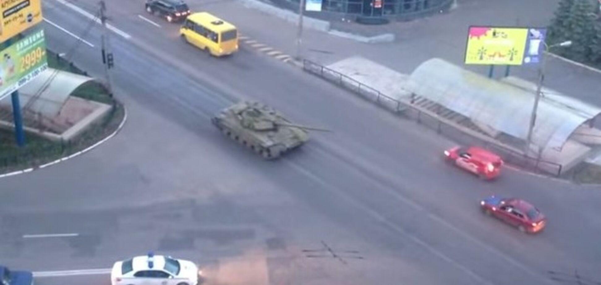 Два российских танка заехали в Донецк - СНБО