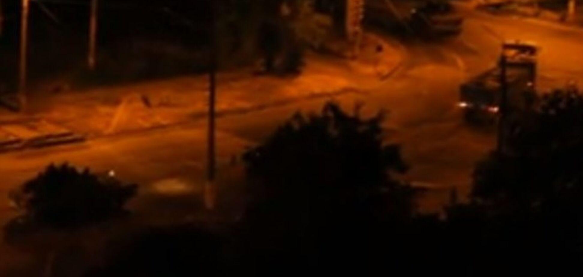Ночью через Мариуполь проследовала колонна бронетехники с артиллерией. Видеофакт