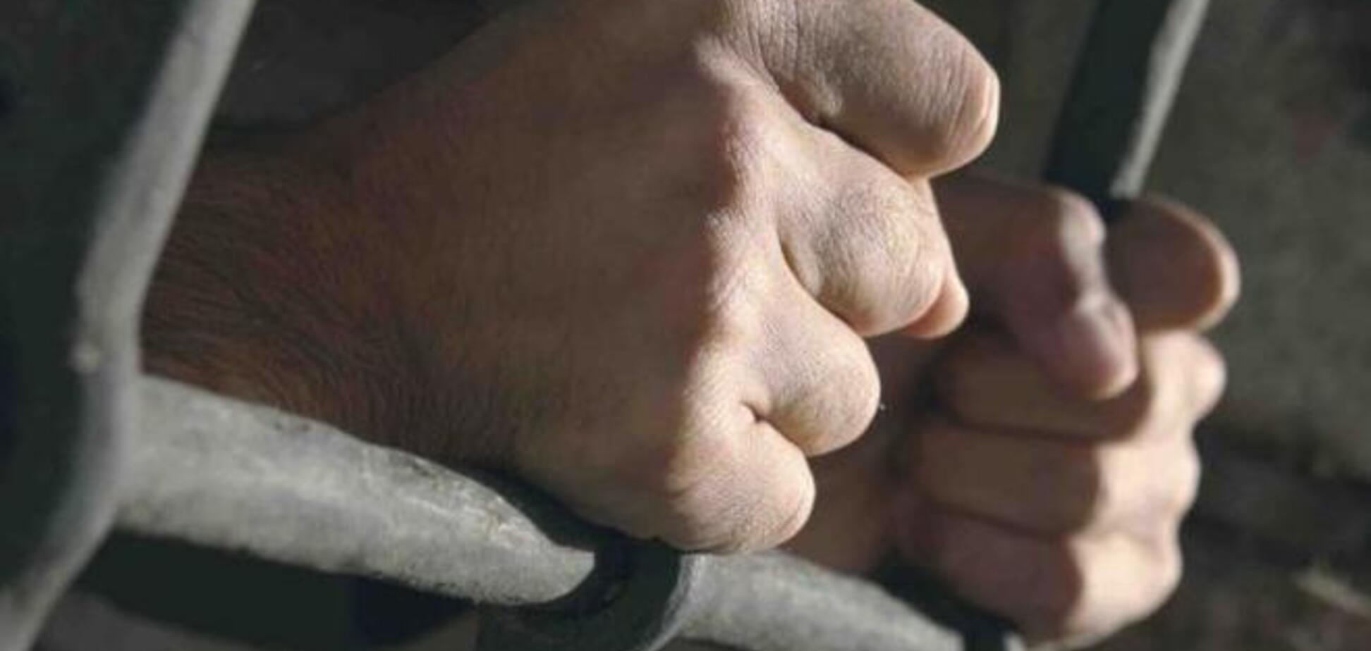 Разом з Лозінським звільнили 386 осіб, серед яких гвалтівники і вбивці