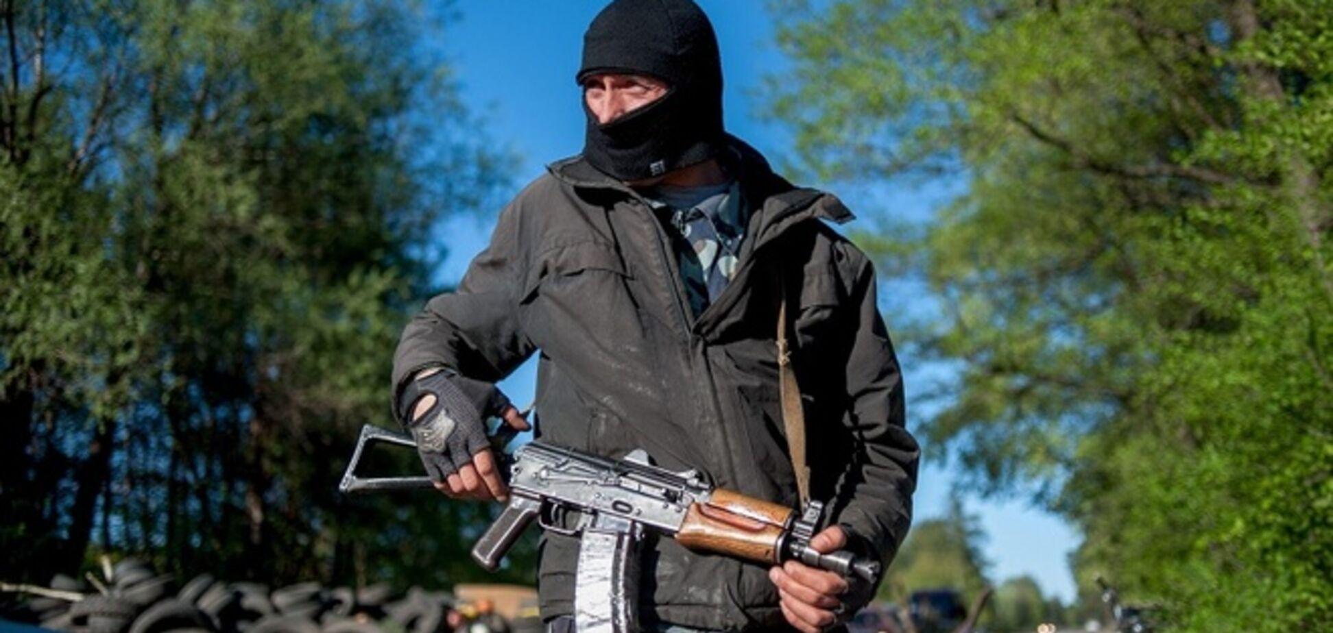 Среди пленников Донецкой ОГА - молодой медик, которому террористы перебили конечности