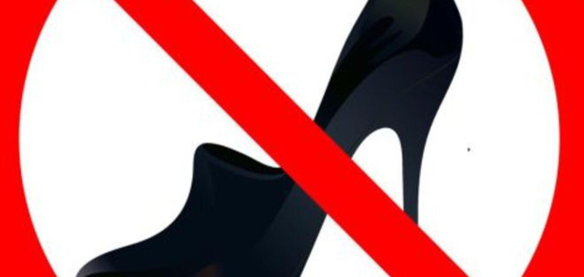 В сети высмеивают запрет кедов и каблуков в Таможенном союзе