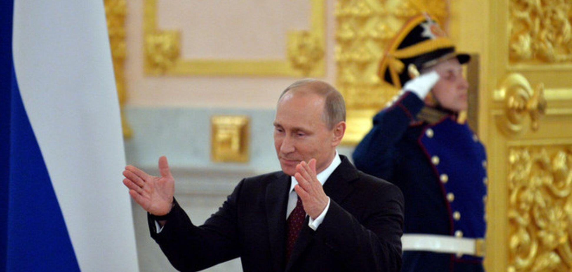 Путин поручил вписать аннексию Крыма в учебники по истории