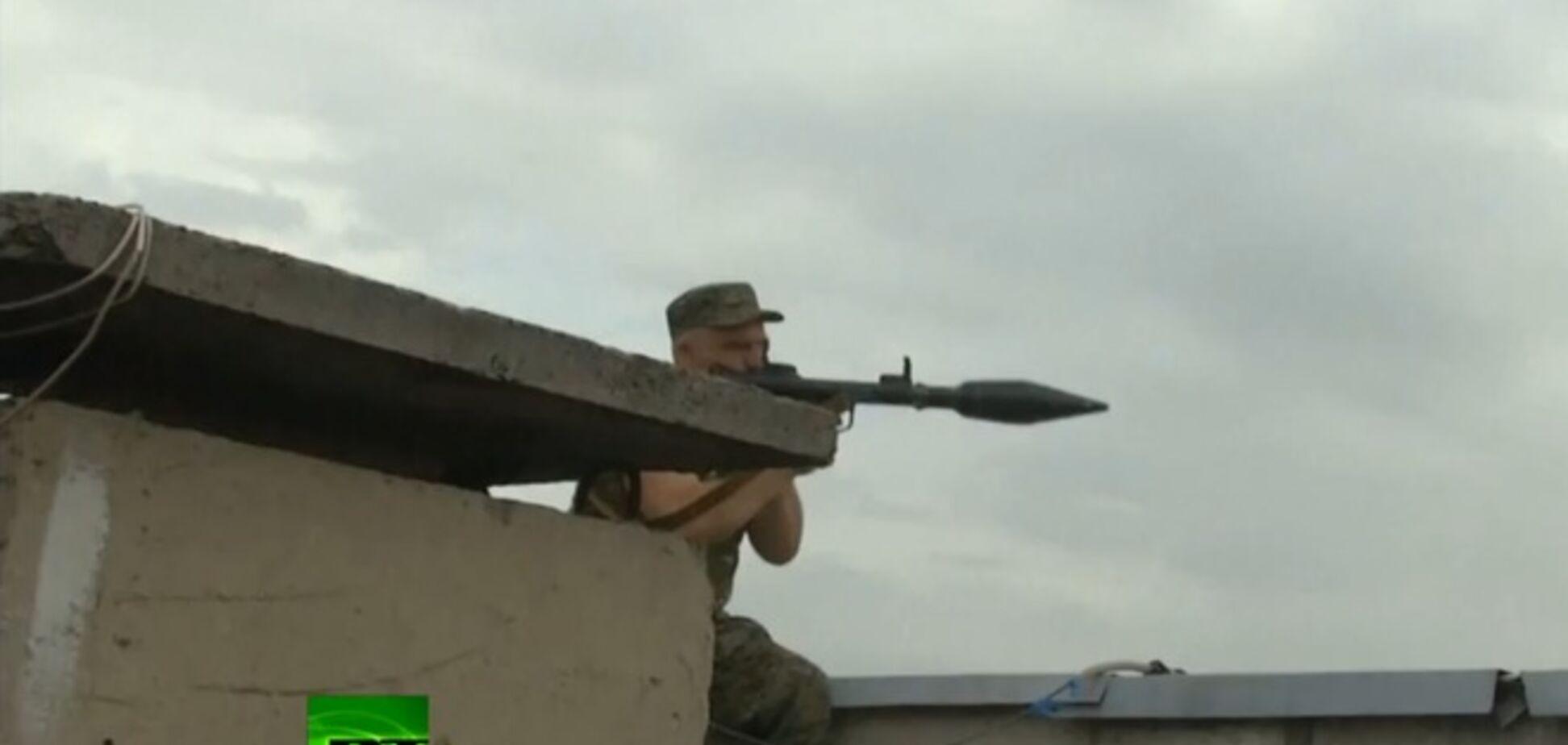 Террористы из РПГ с крыш жилых домов атаковали Луганский погранотряд