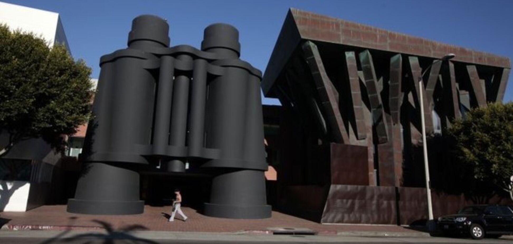 Здания и другие объекты архитектуры, стоящие не на своих местах