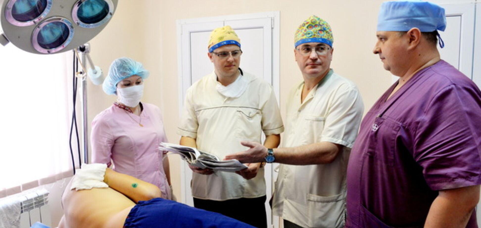 Бригада французских врачей приехала на помощь бойцам АТО
