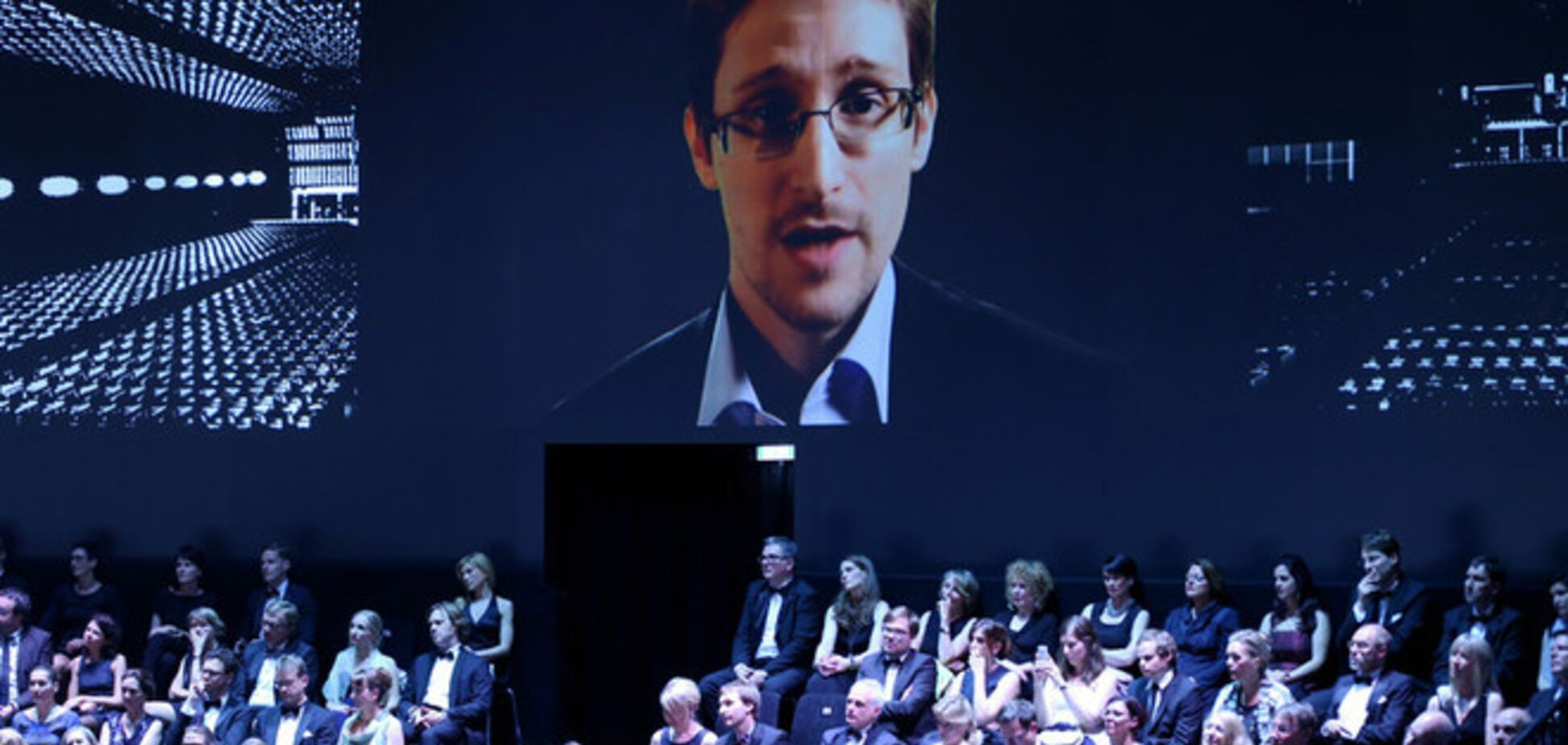 Німеччина нагородила Сноудена за викриття спецслужб США