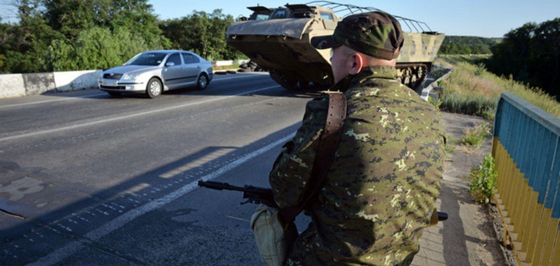 Террористы на Луганщине похитили активиста и разгромили его офис