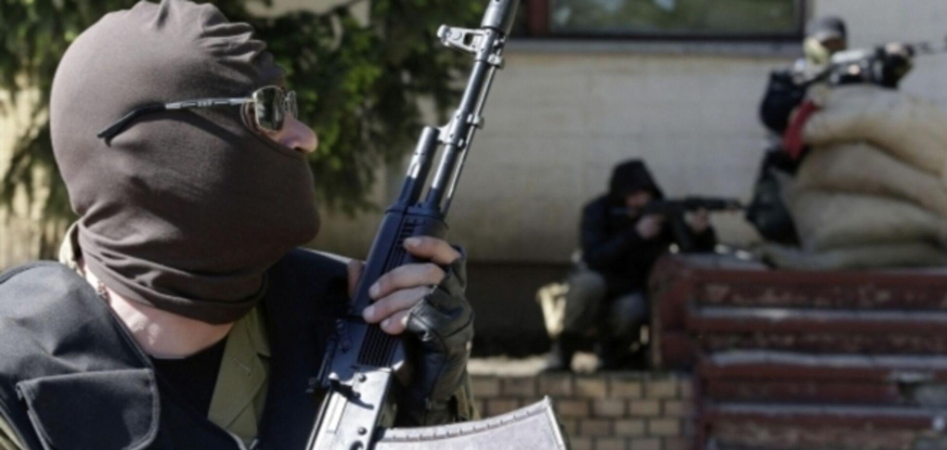 Террористы, несмотря на прекращение огня, за ночь более 11 раз обстреляли украинских военных