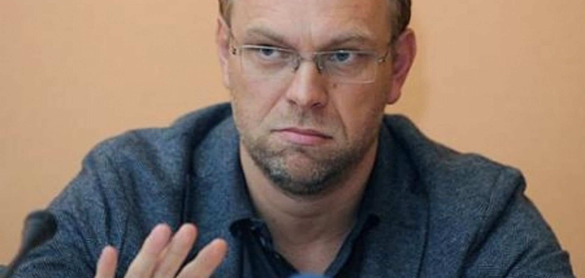 Нардеп Власенко отобрал у Окунской паспорт и пытается лишить ее дома