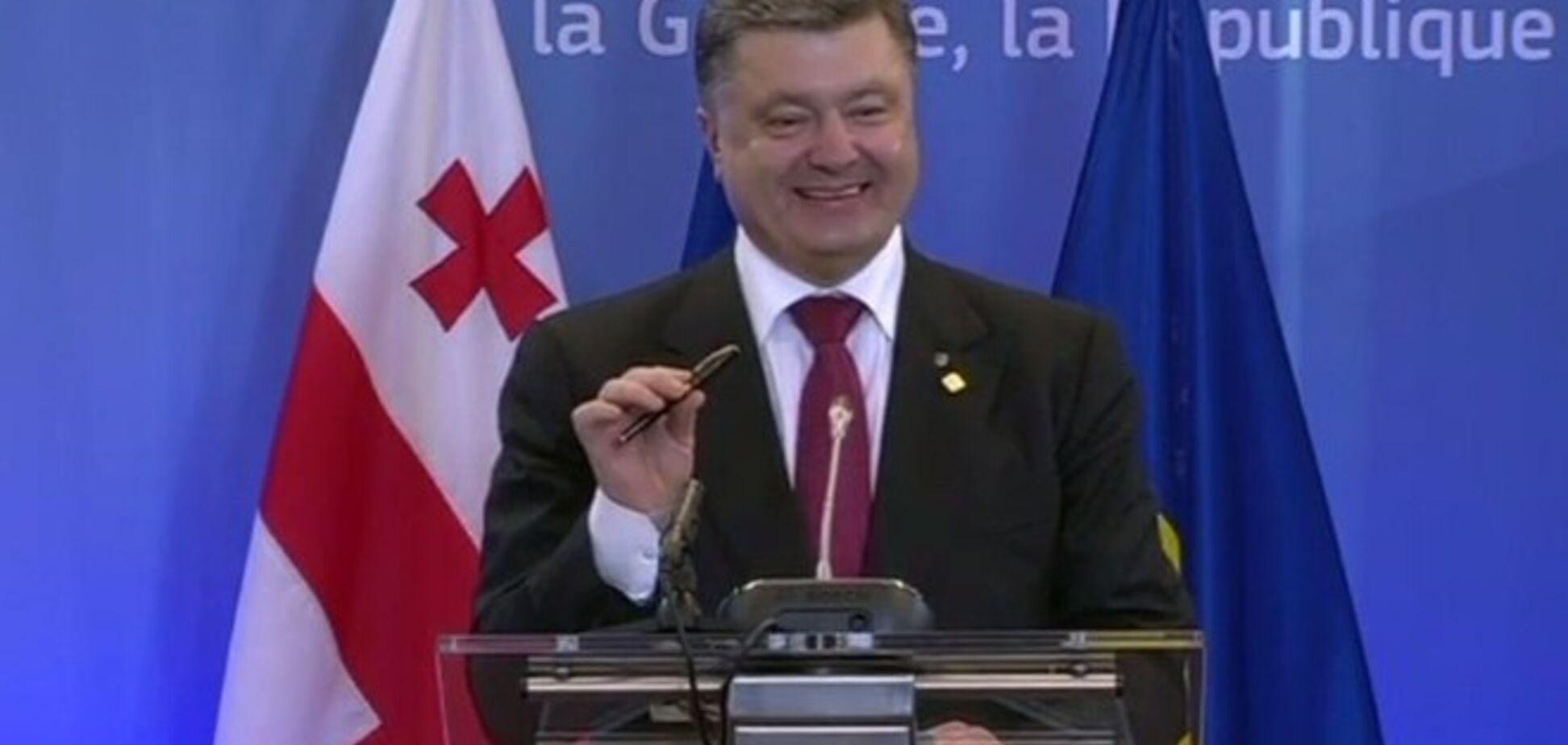 В ЄС назвали історичною чорнильну ручку Петра Порошенко