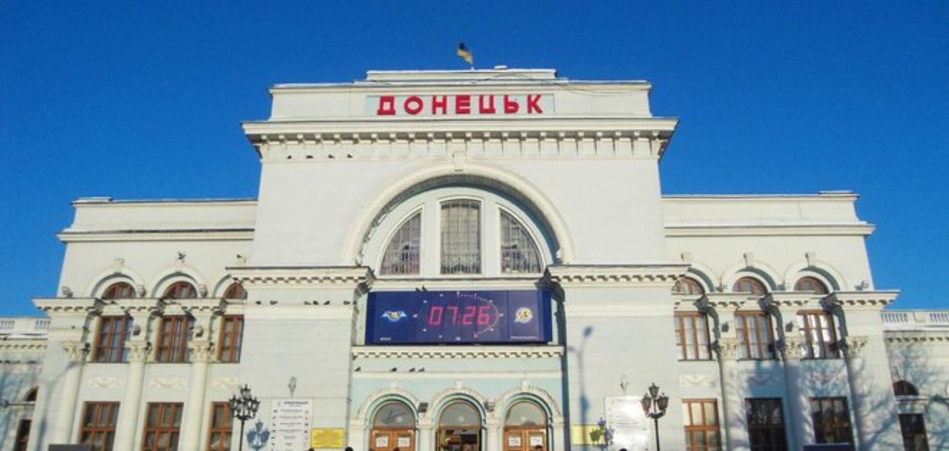 Уехать из Донецка все сложнее: люди часами стоят в очередях за билетами