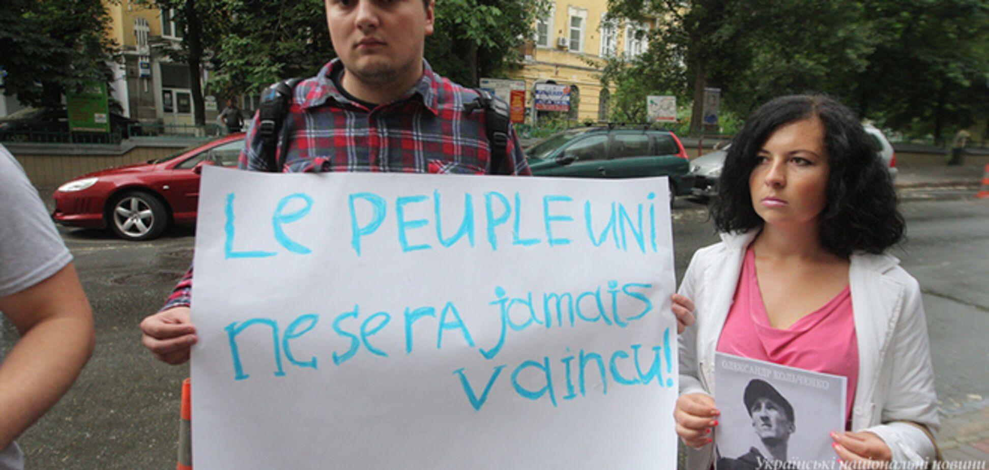 Активисты пикетировали посольство Франции в Киеве, требуя помощи в освобождении Сенцова
