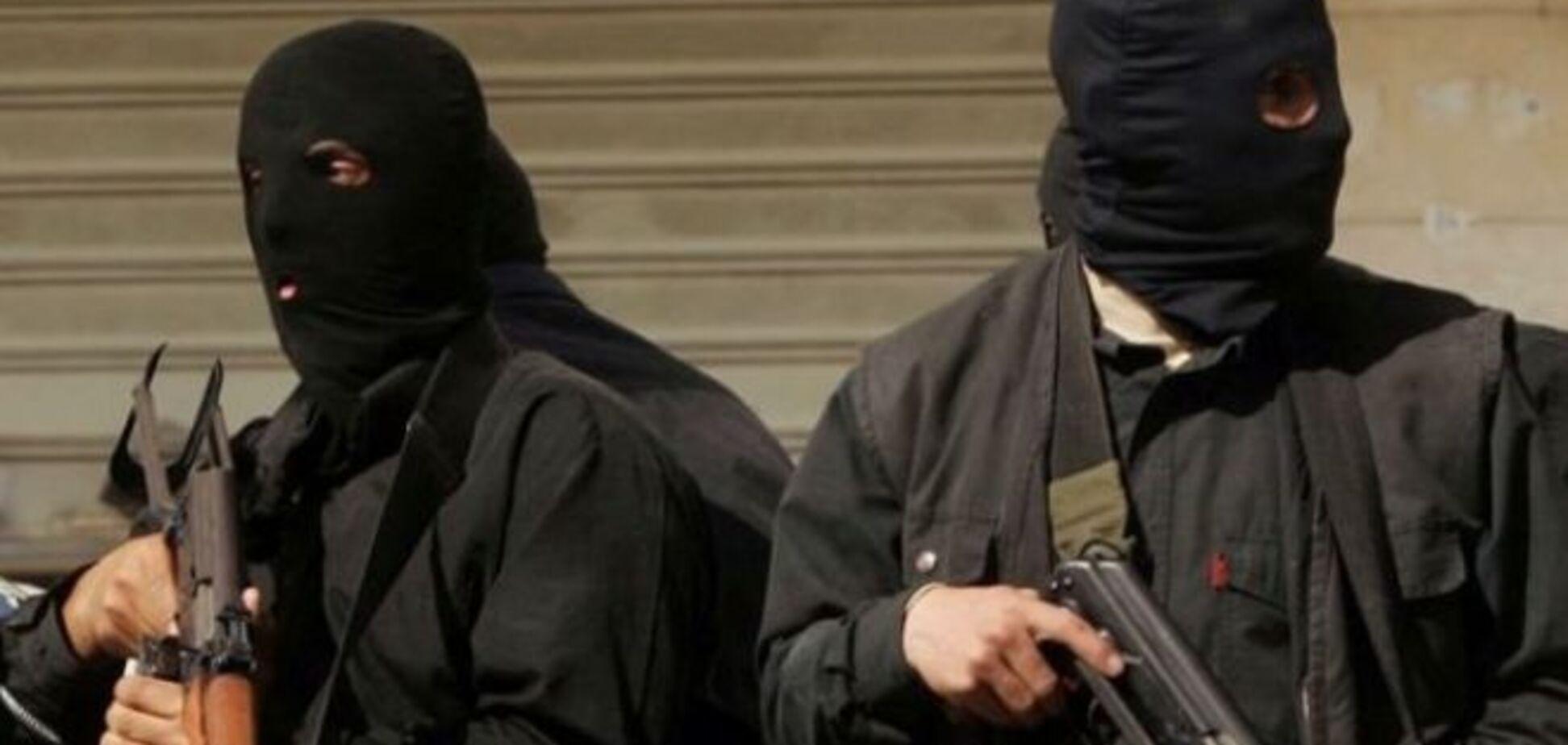 В Шахтерске террористы похитили 37 милиционеров и оружие из горотдела