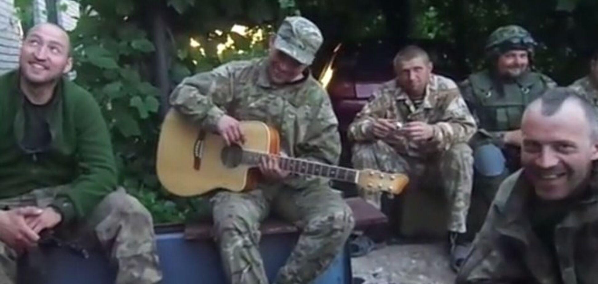'Мушкетери' з Нацгвардії заспівали про дуелях під артобстрілом