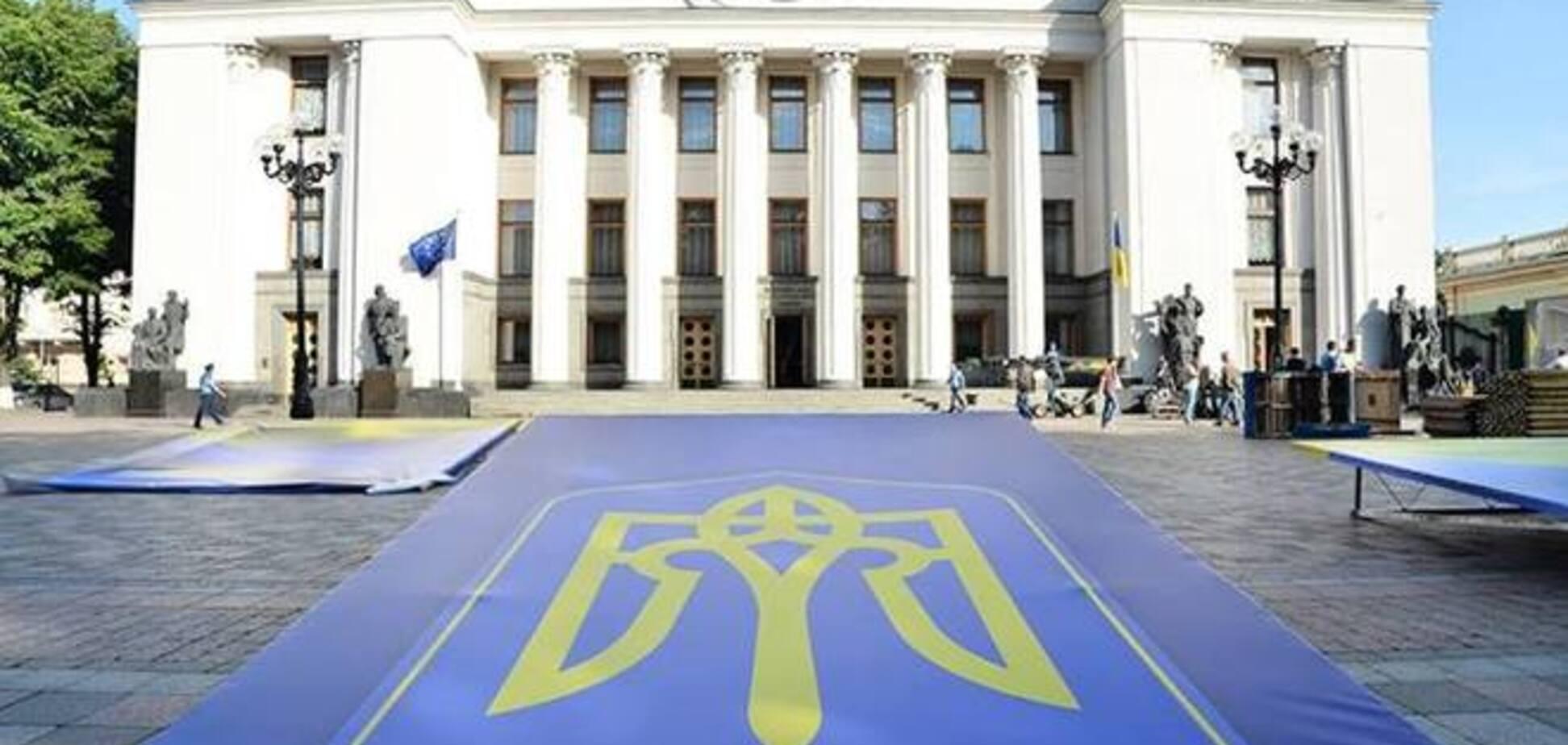 Біля Ради повним ходом йде підготовка до інавгурації Порошенко