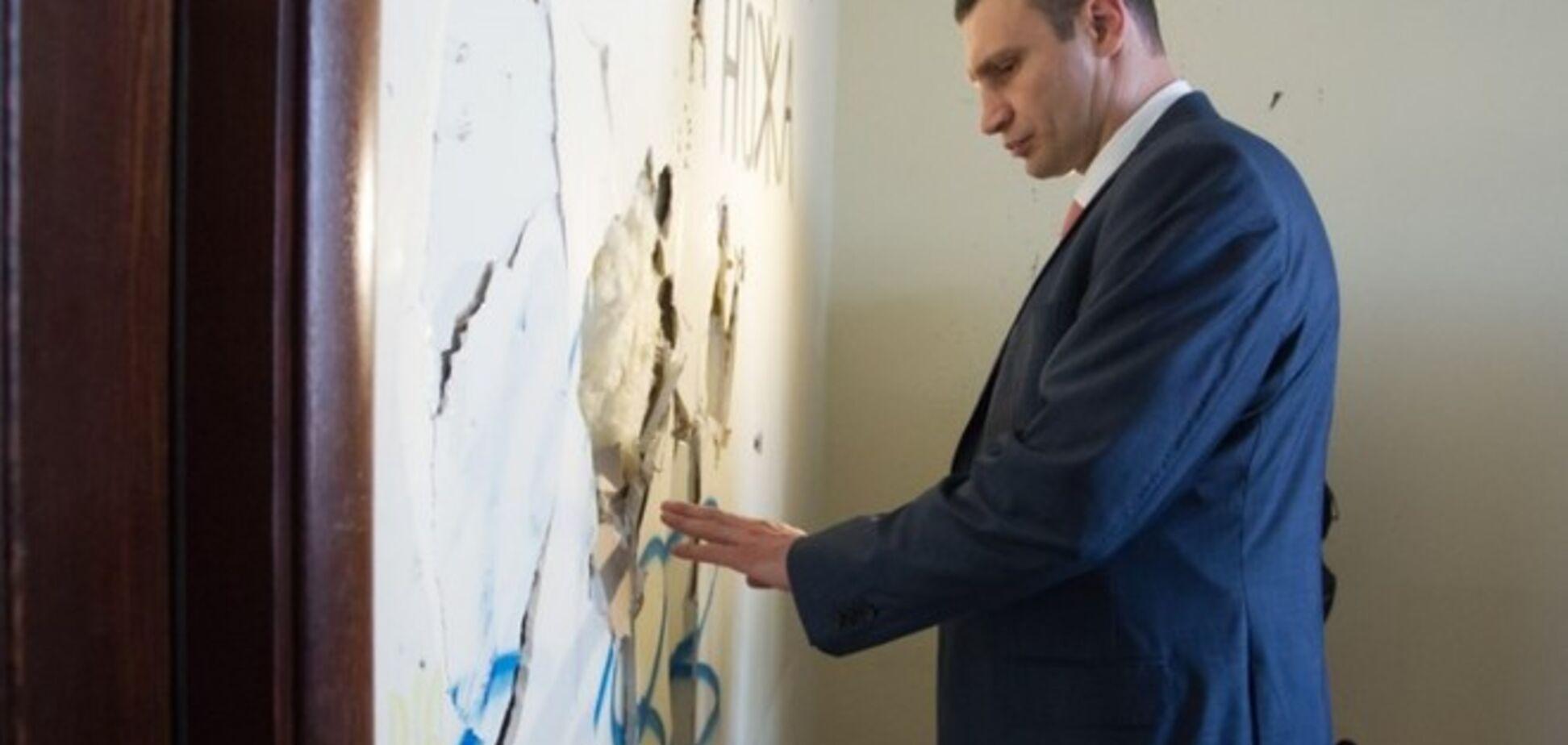'Мэрский' кабинет Кличко разрушен до неузнаваемости: разбитые стены и вскрытые полы