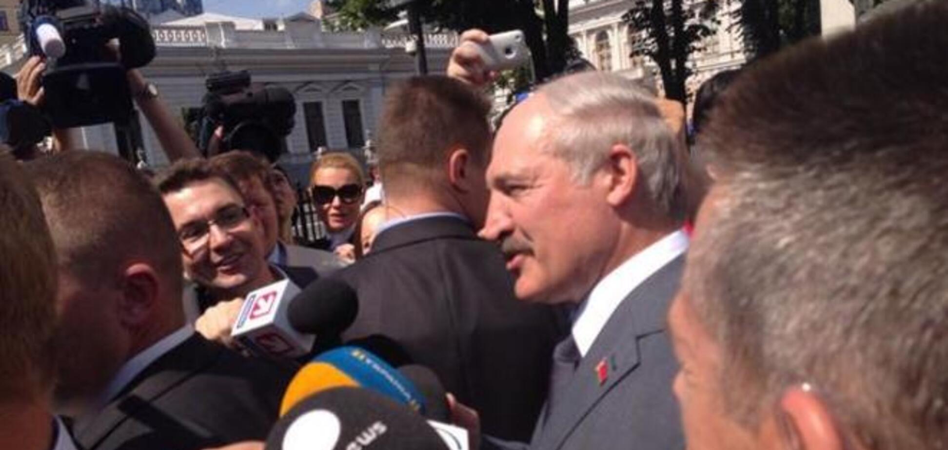 Лукашенко: я вам советую - заберите Януковича в Украину