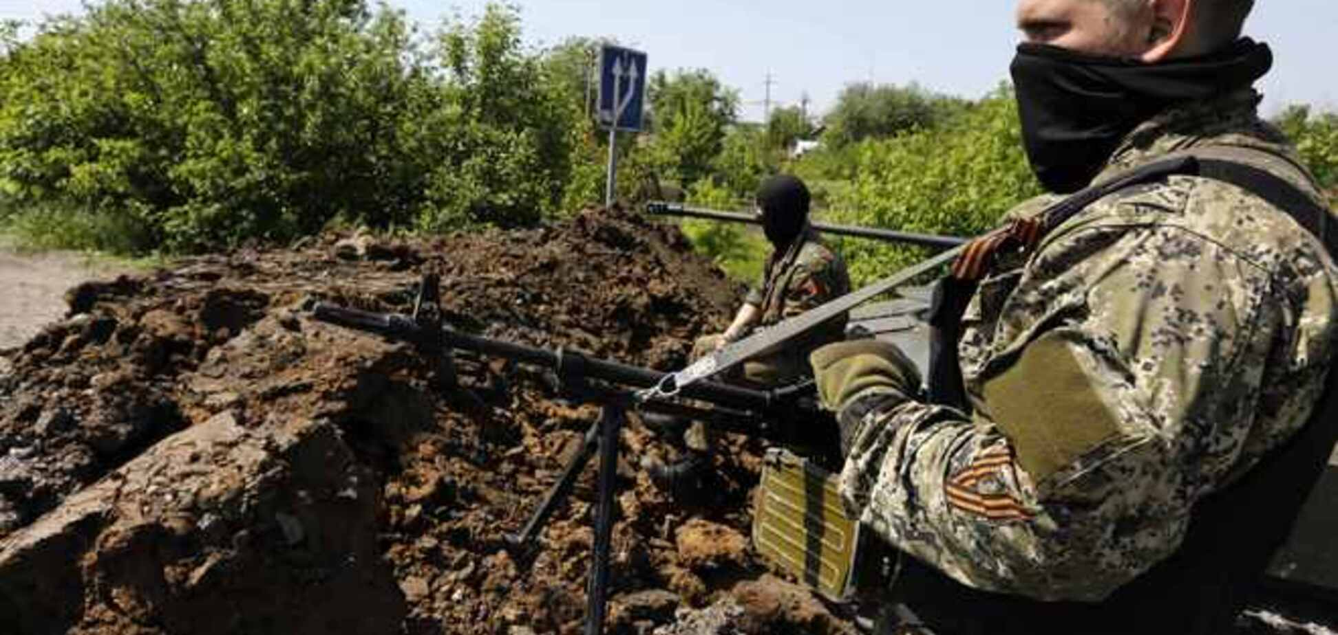 В Славянске террористы возят минометы по городу и ведут из них стрельбу - Селезнев