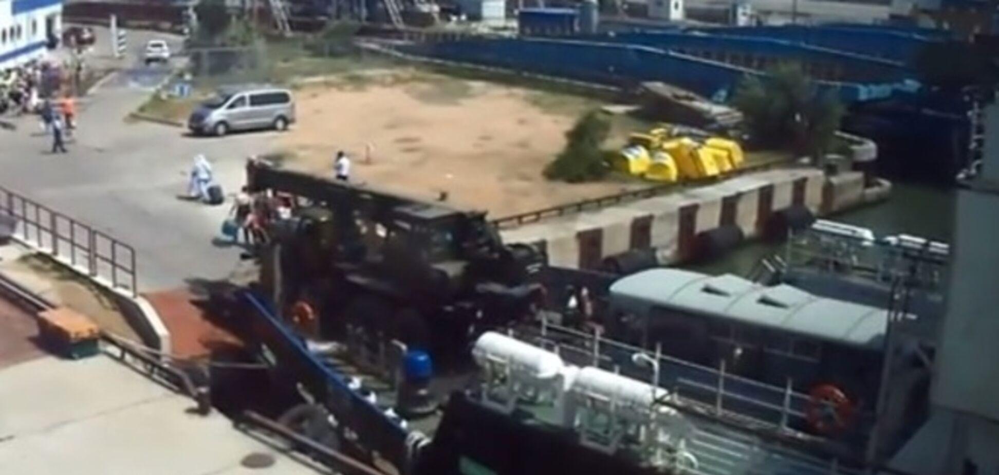 'Пробка' на Керченській переправі збільшується через перевезення військової техніки