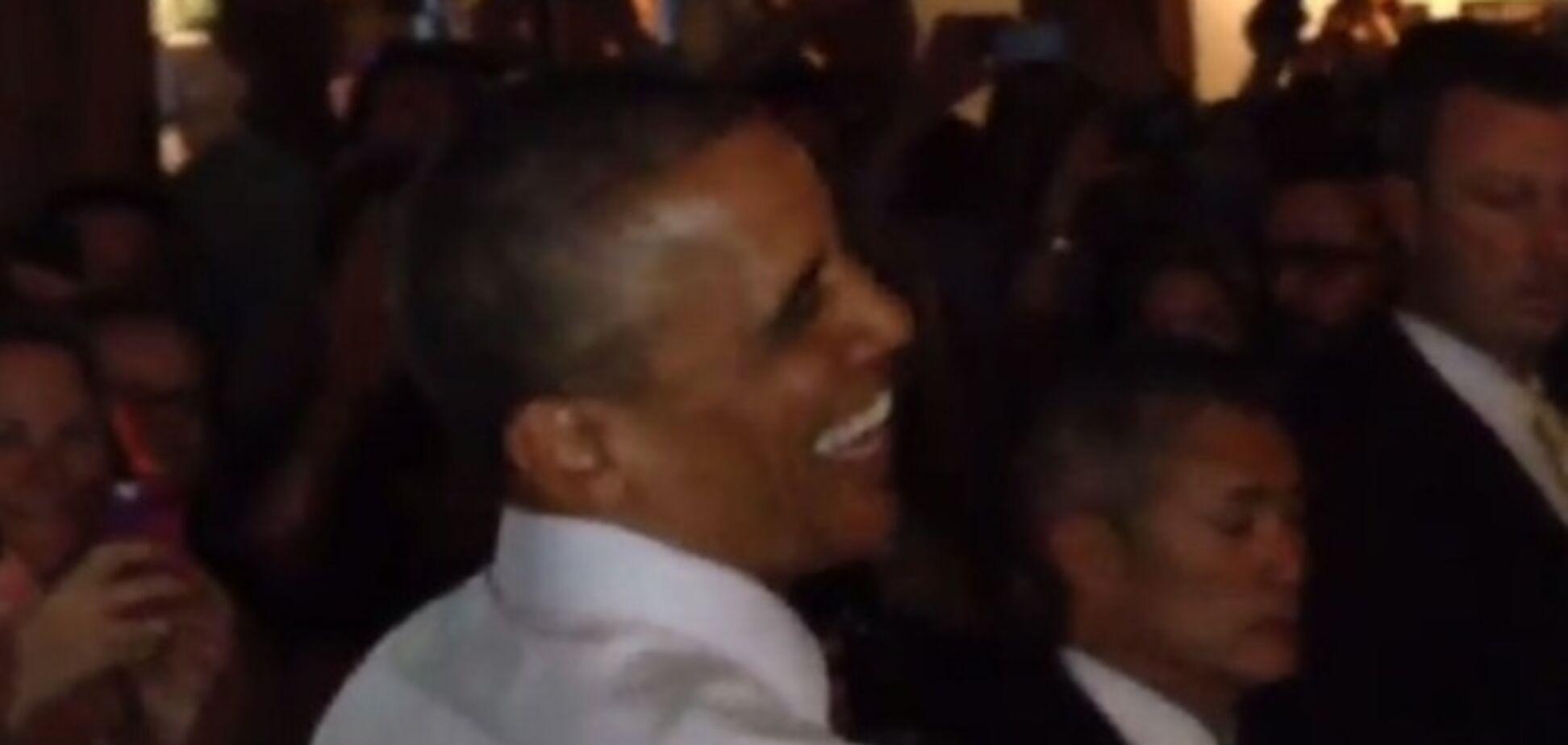 Обамі в одному з барів Денвера запропонували покурити марихуану