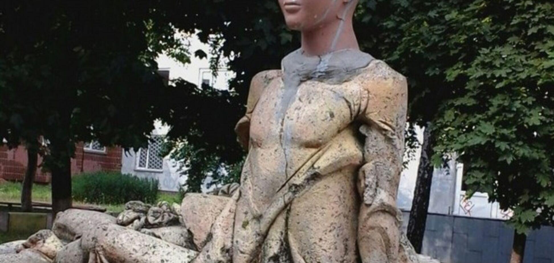 Обновленная скульптура Дюймовочки напугала киевлян