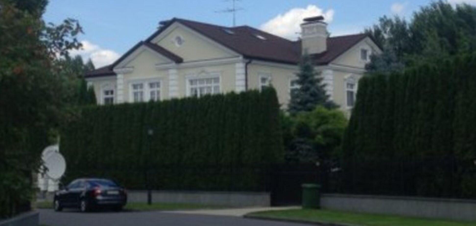 Журналисты пробрались к закрытому поместью Левочкина