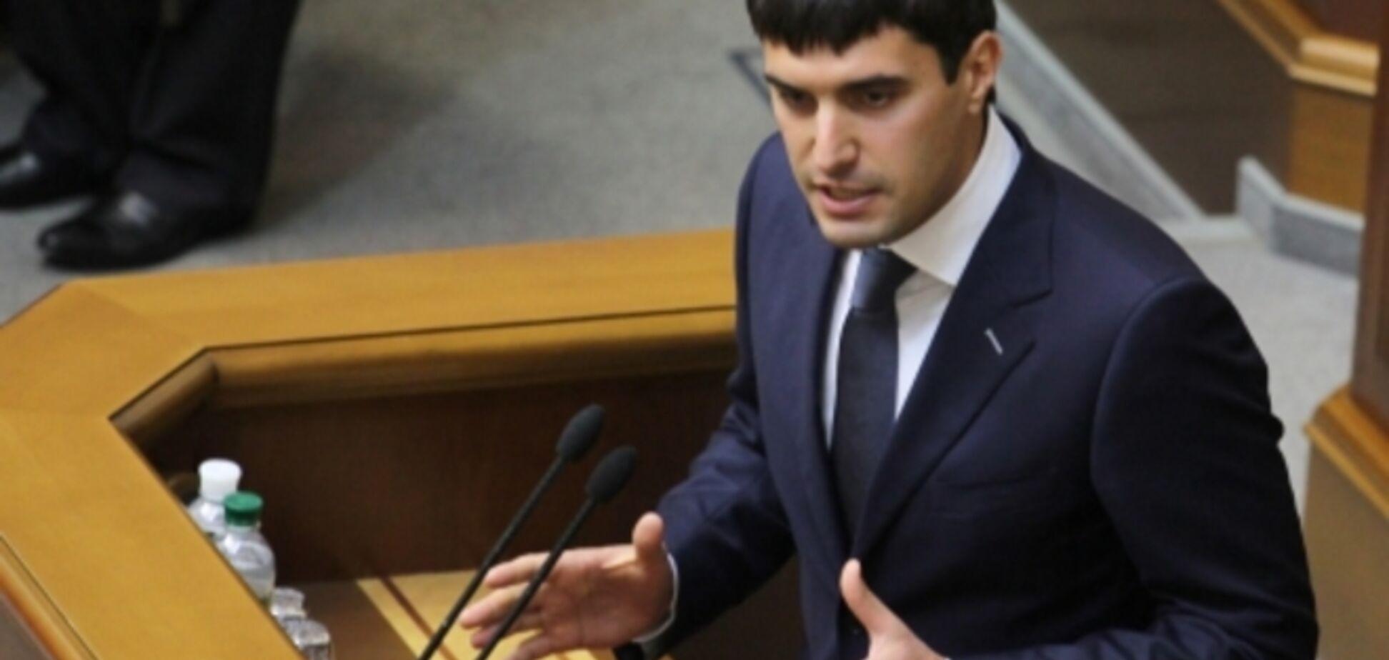 Левченко просит 'Правый сектор' вернуть сережки и не хочет говорить про 2 млн