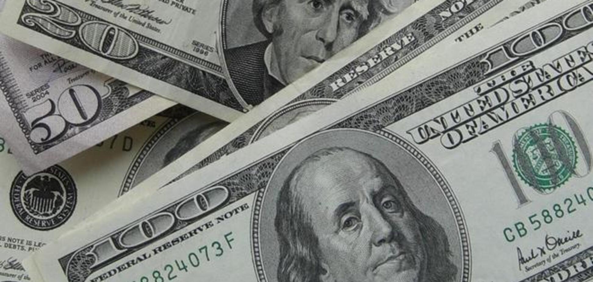Доллар в Украине стали продавать по 12,10 грн