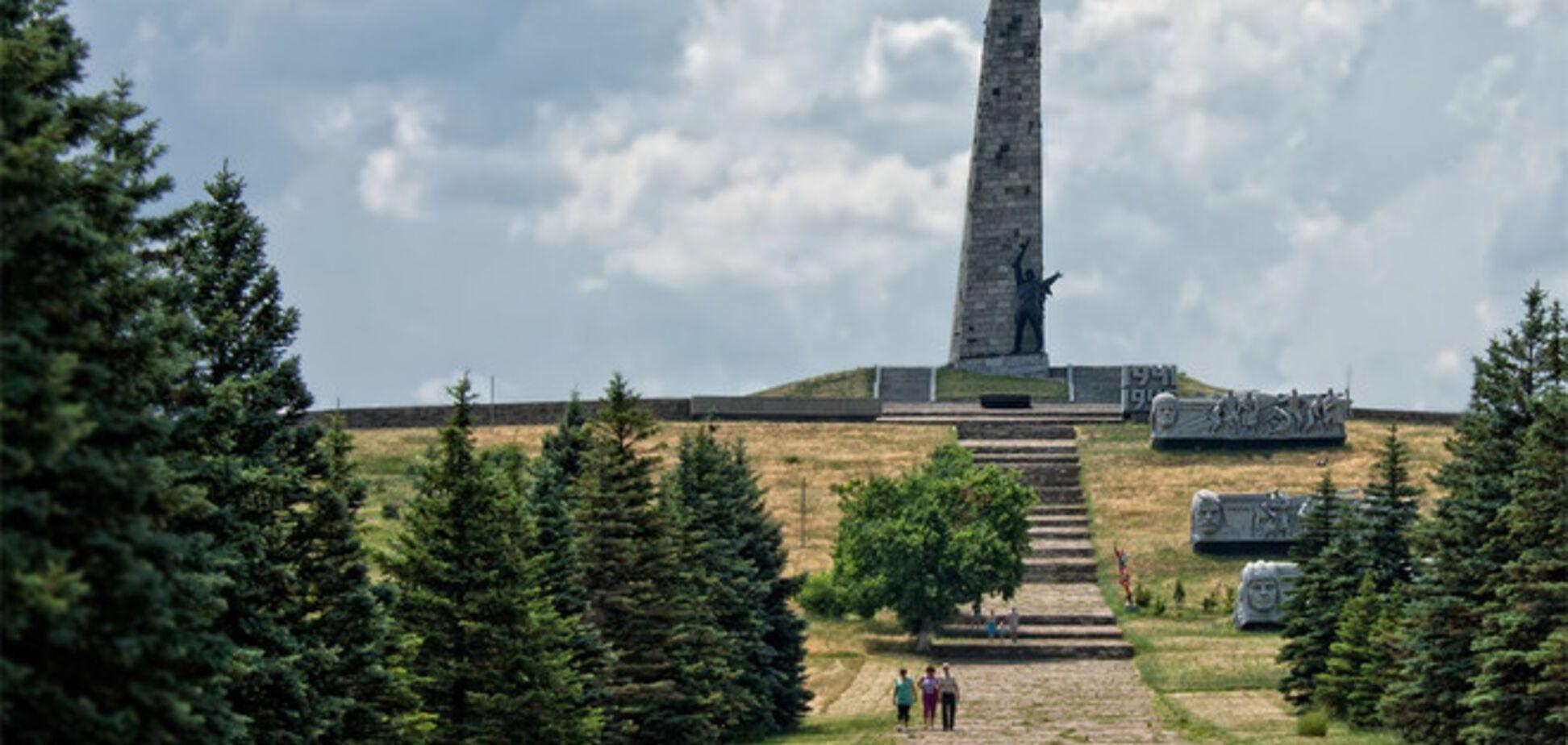 Украинская армия взяла под контроль Саур-Могилу и Дебальцево