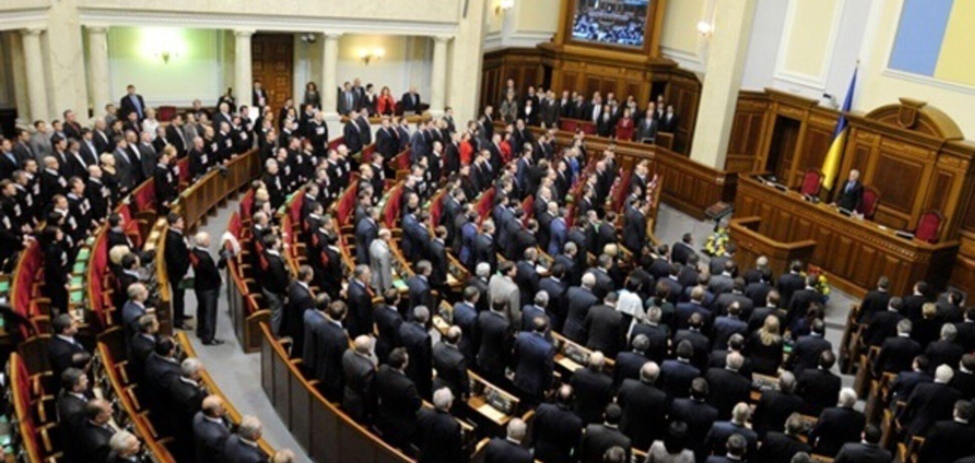 Яценюк забыл пригласить на внеочередное заседание ВР депутатов из трех фракций