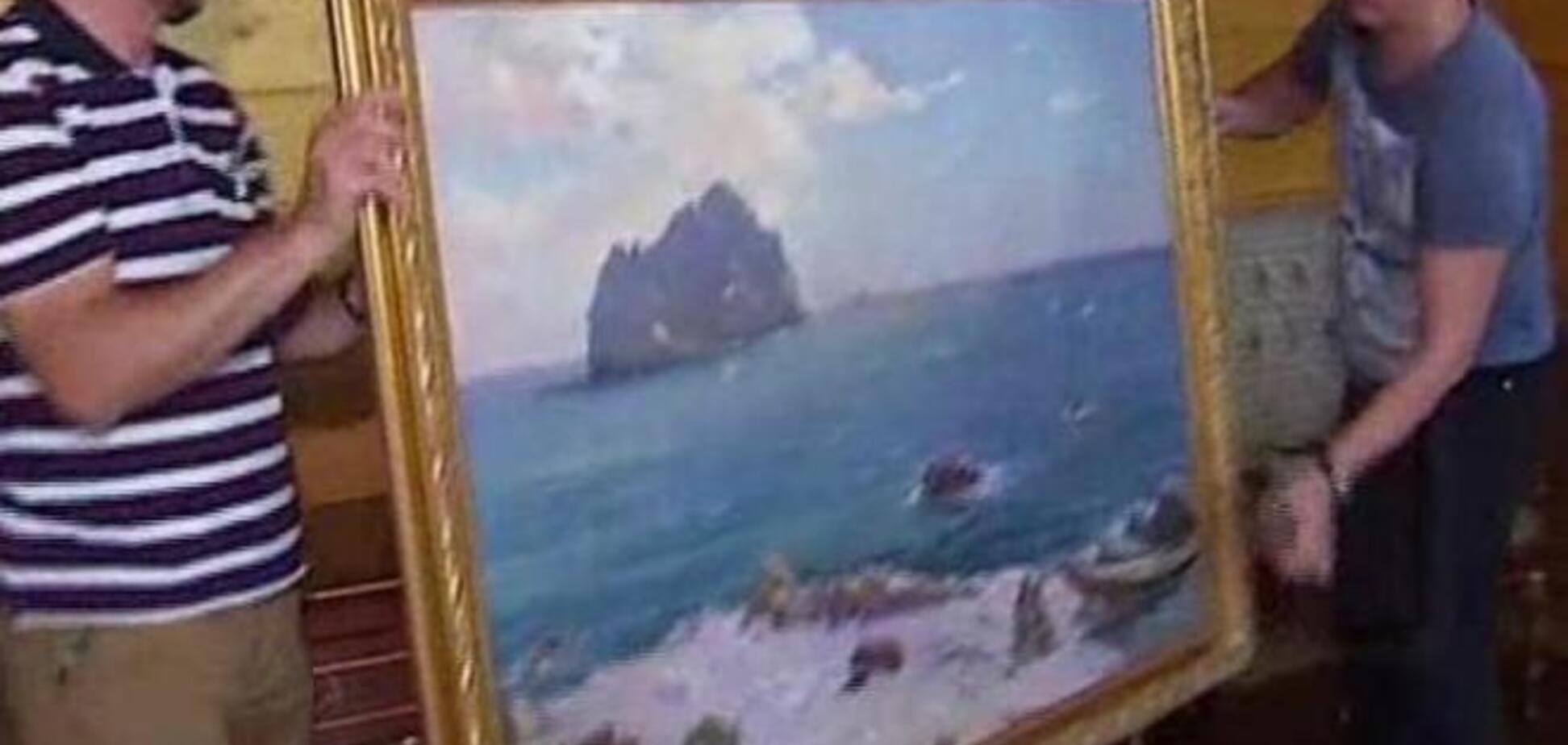 Картины Януковича из Сухолучья забрали в музей