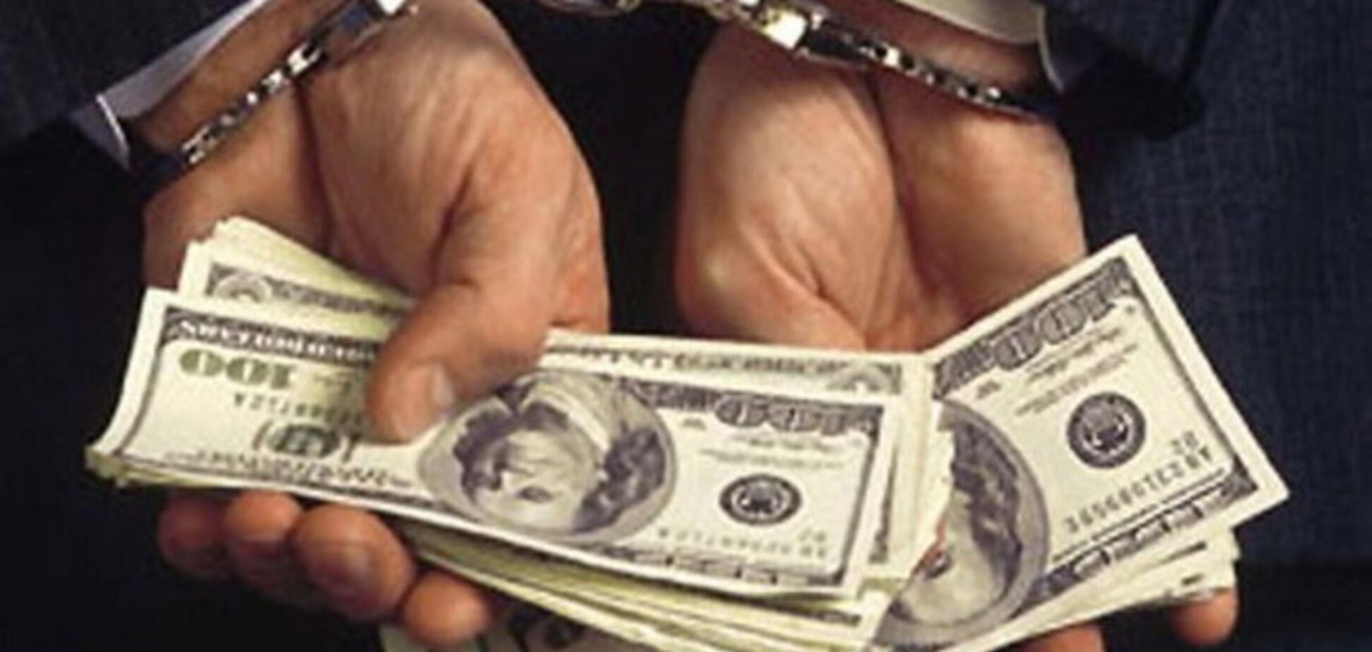 В Киеве чиновник выбросил в урну взятку в полмиллиона гривен