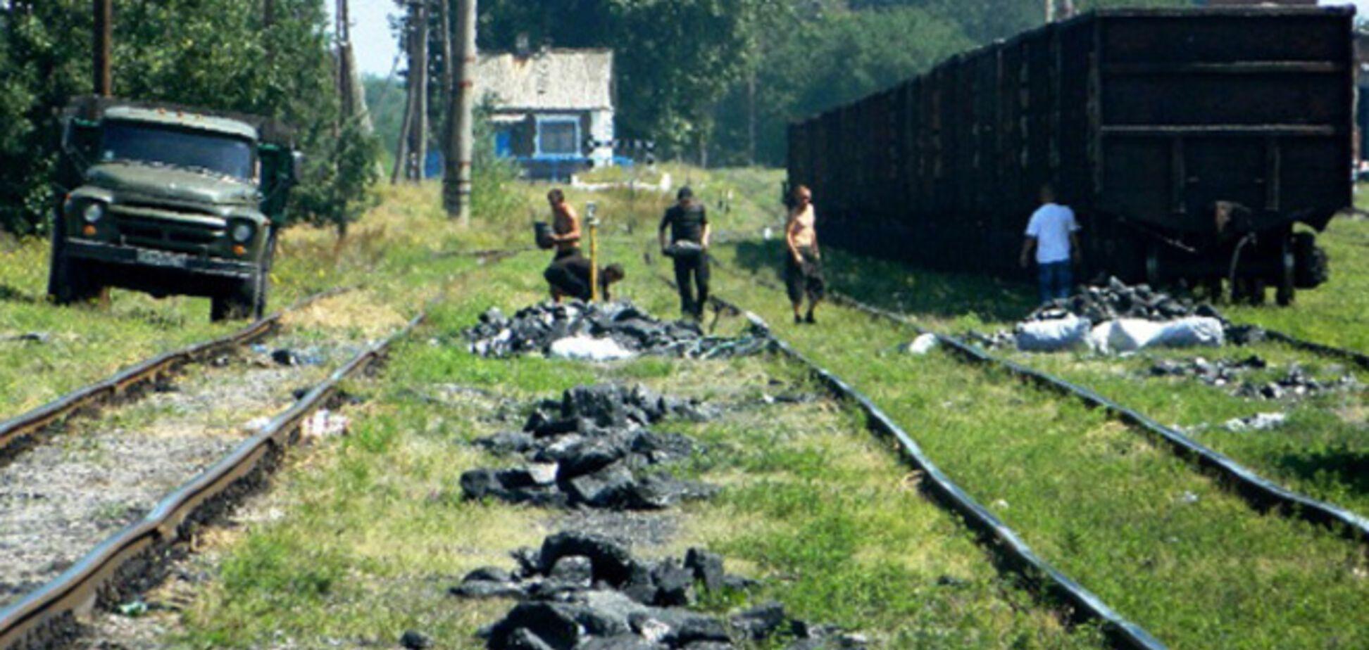Боевики украли у Ахметова более 50 вагонов с углем