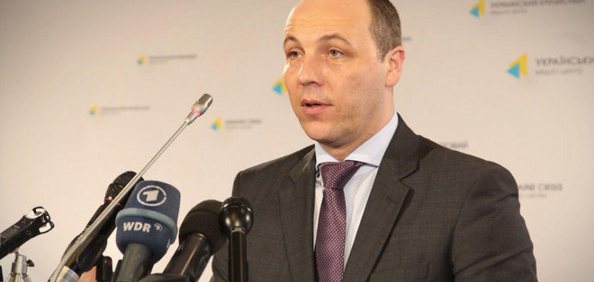 Порошенко уволил Парубия с должности главы СНБО