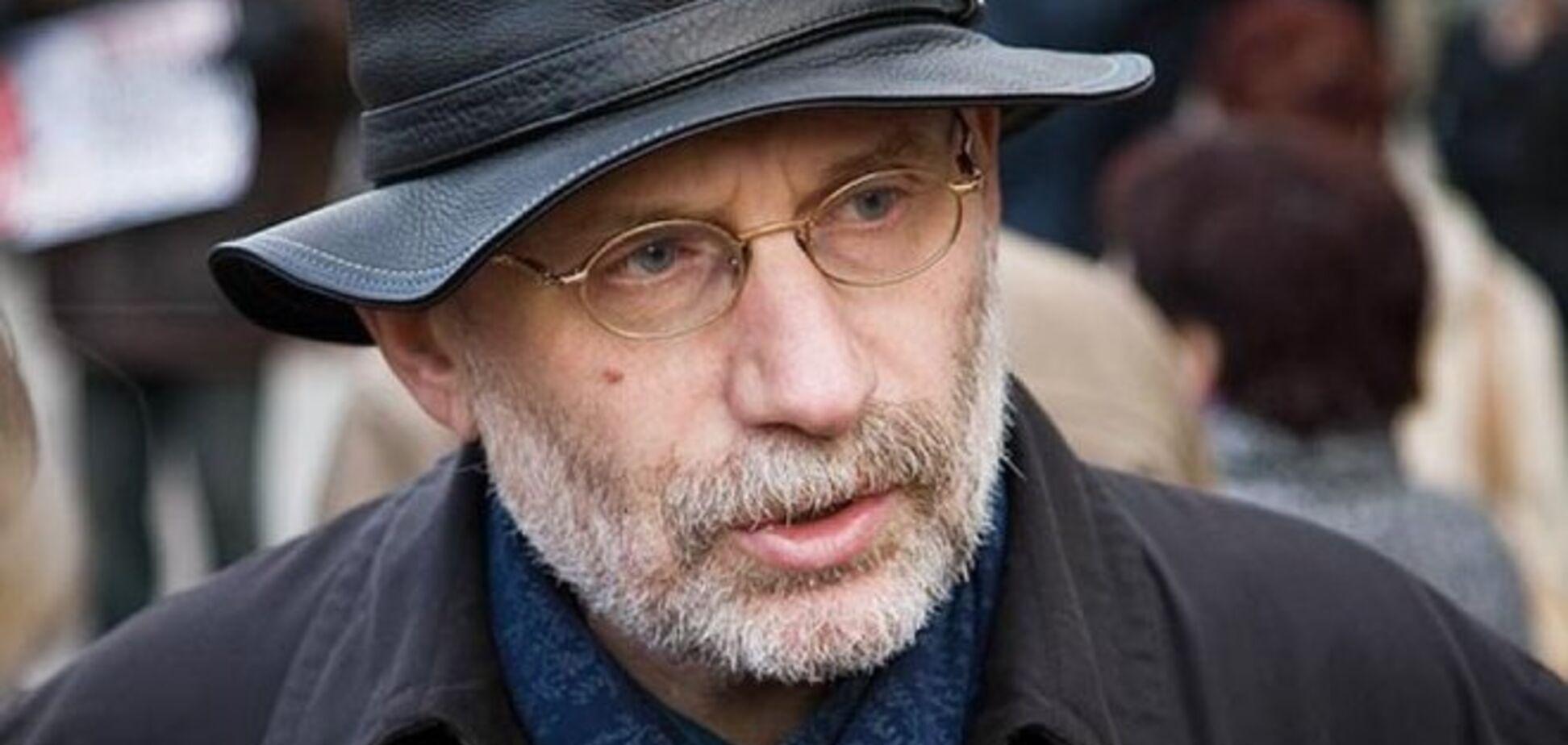 Акунин уезжает из 'путинской' России: трезвому с пьяными в одном доме неуютно