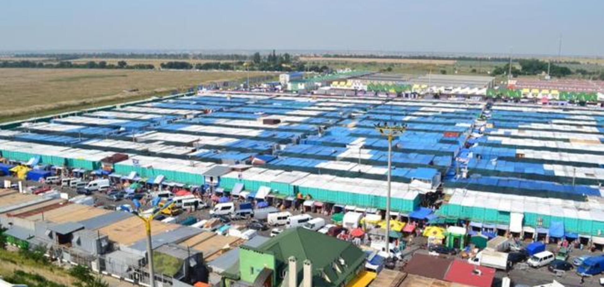 Депутаты-рейдеры продолжают наносить 'точечный' удар по рынку '7-й километр'