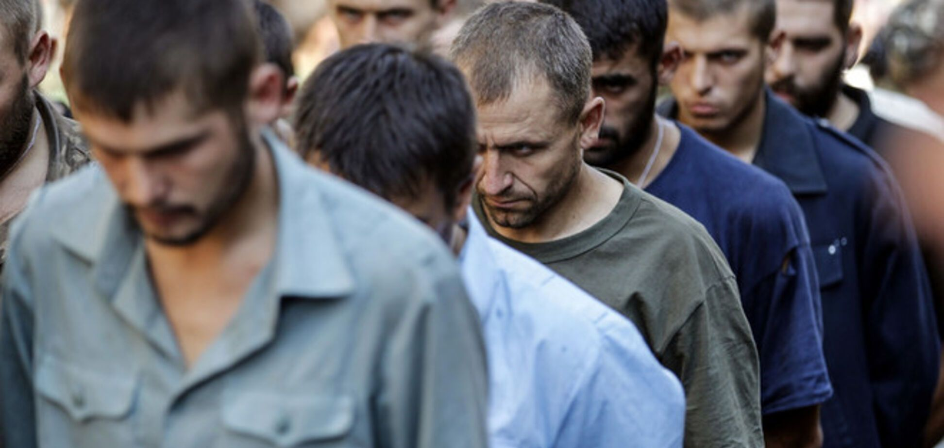 В плену у террористов более 800 украинцев - журналист