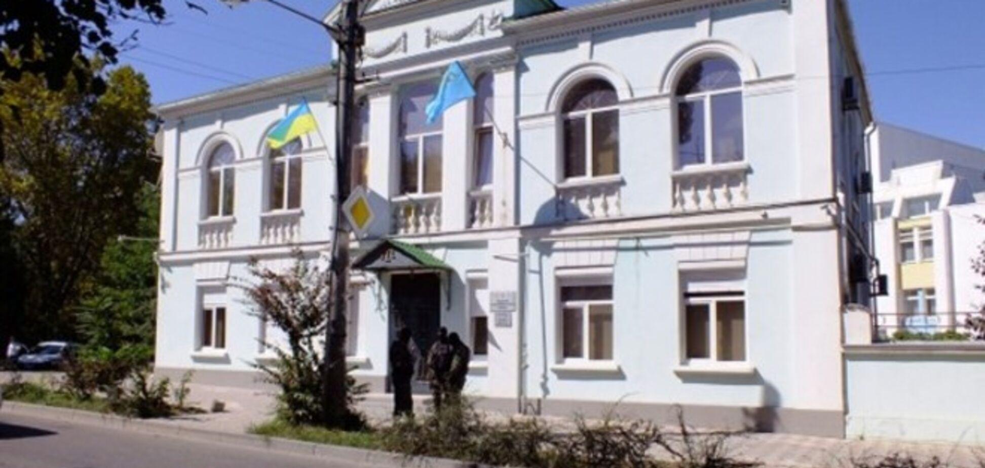 Сотрудников крымскотатарского Меджлиса выселили из их помещения в Симферополе