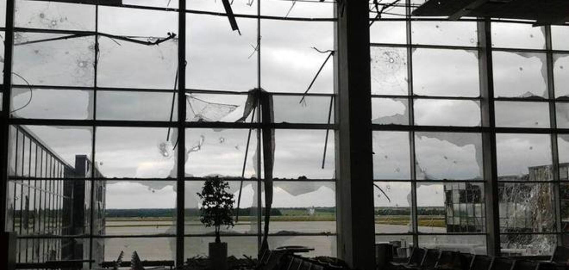 Террористы атакуют донецкий аэропорт минами с 32 кг тротила