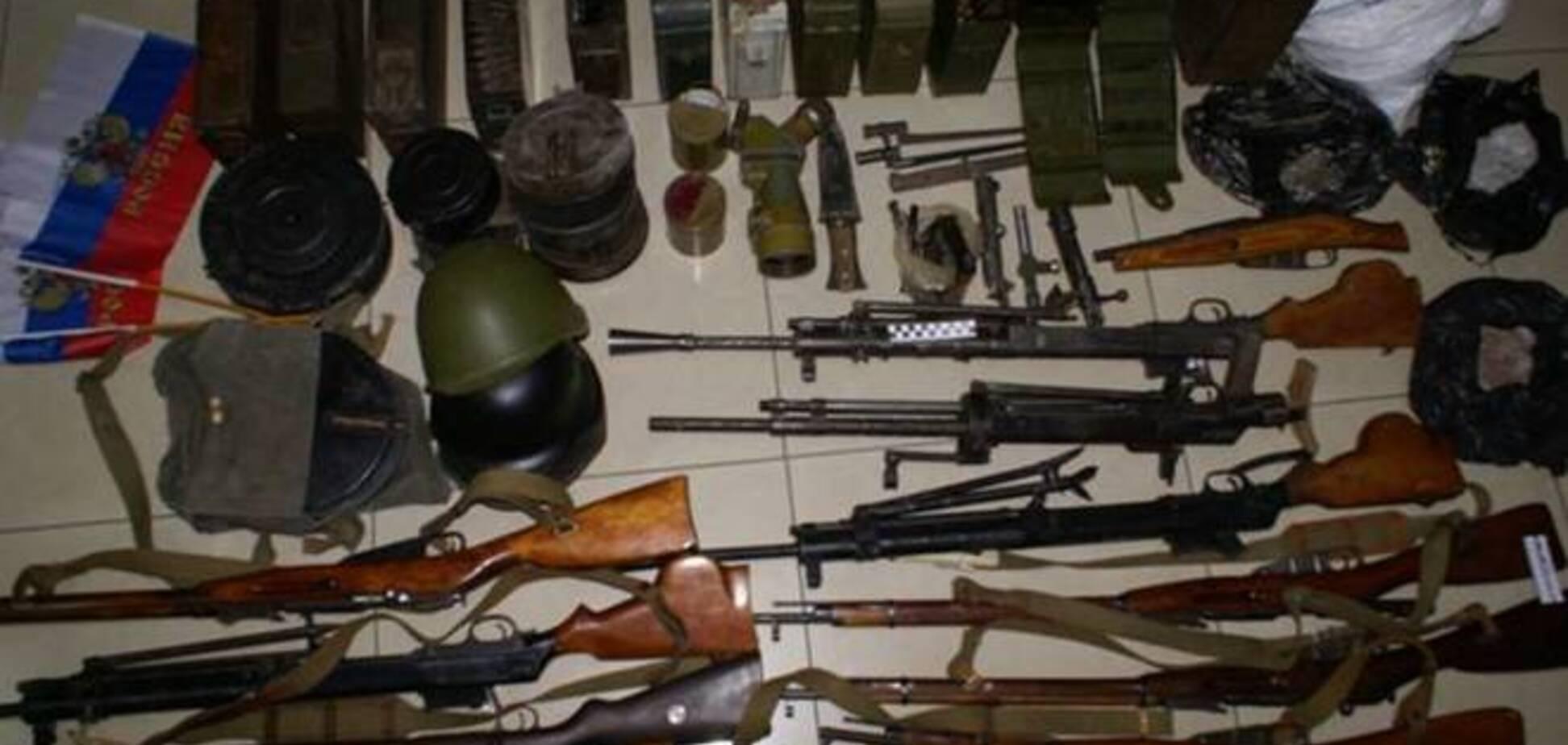 СБУ задержала группу торговцев боеприпасами и изъяла арсенал оружия: опубликованы фото