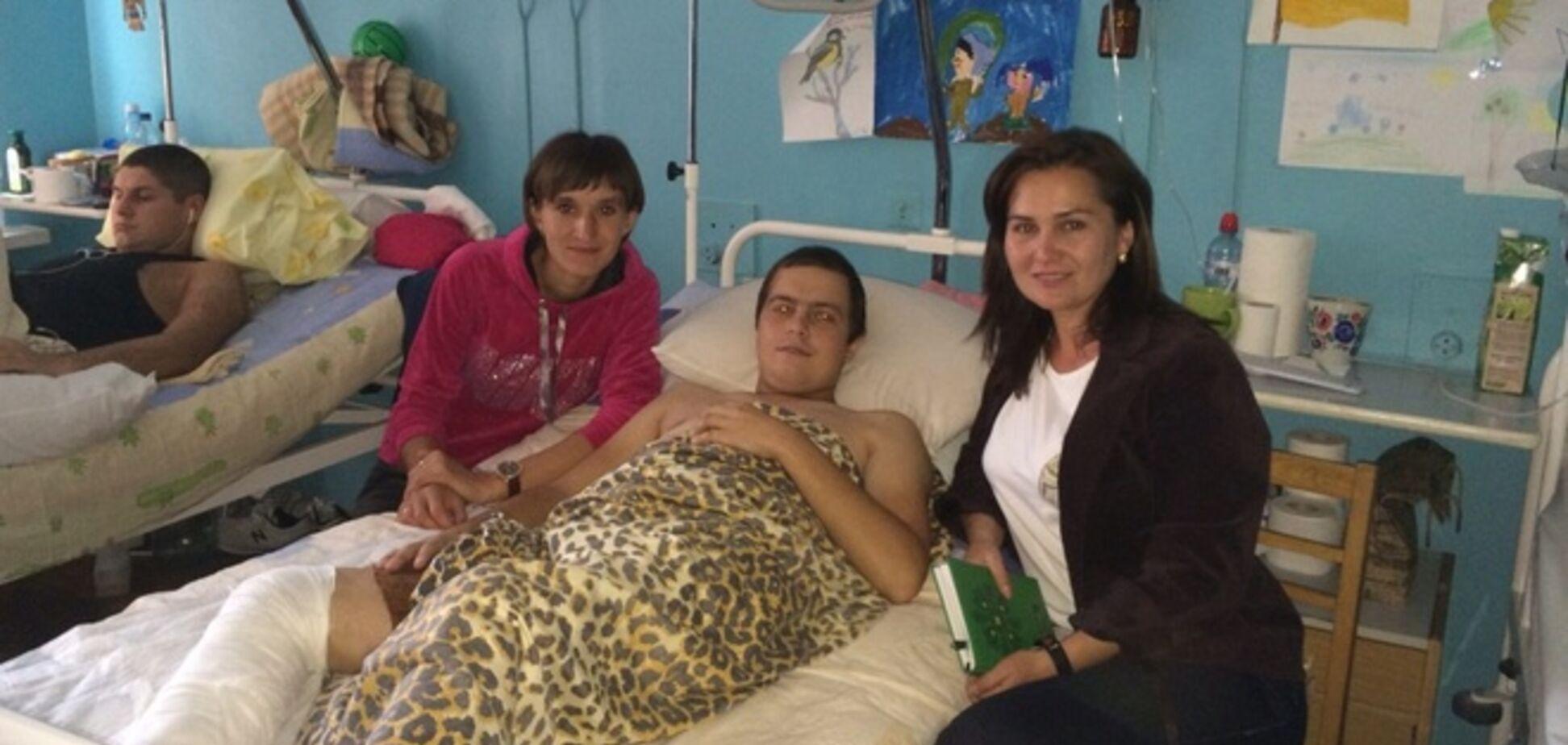 Раненного в обе ноги в 'иловайском котле' украинского бойца свои же 'сдали' в плен оккупантам