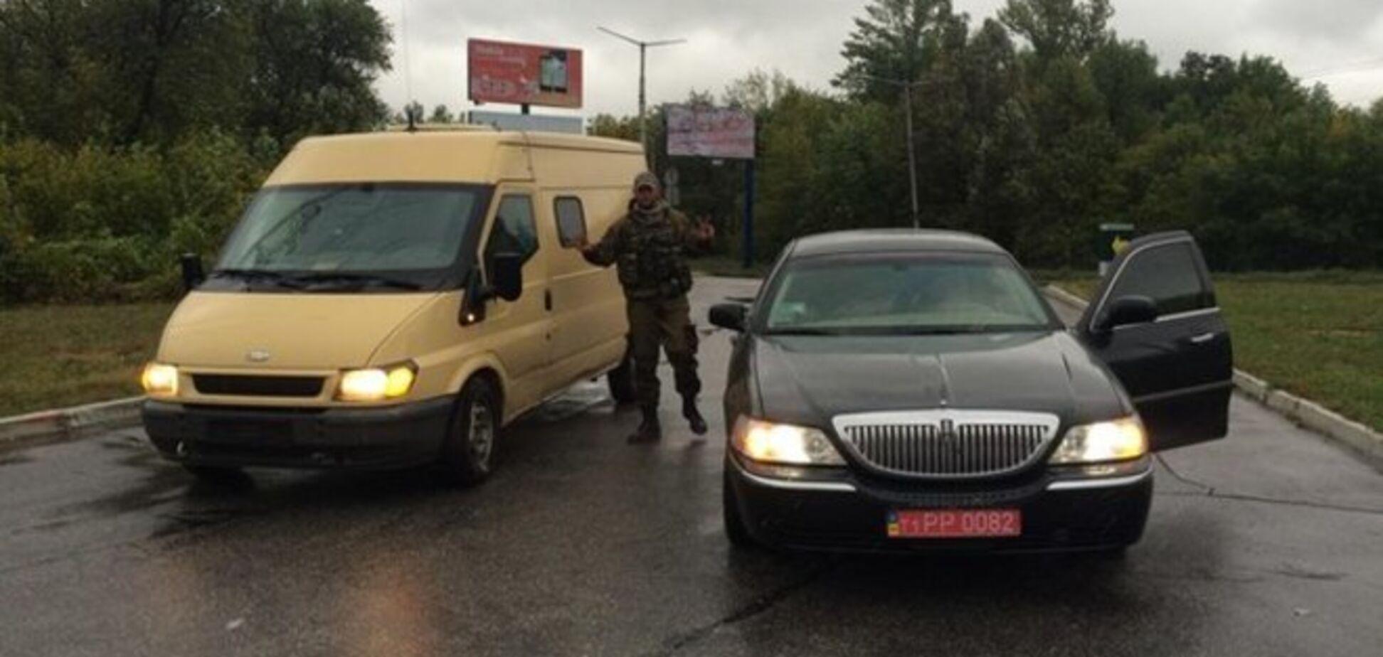Боевик 'Новороссии' похвастался захваченным лимузином Таруты