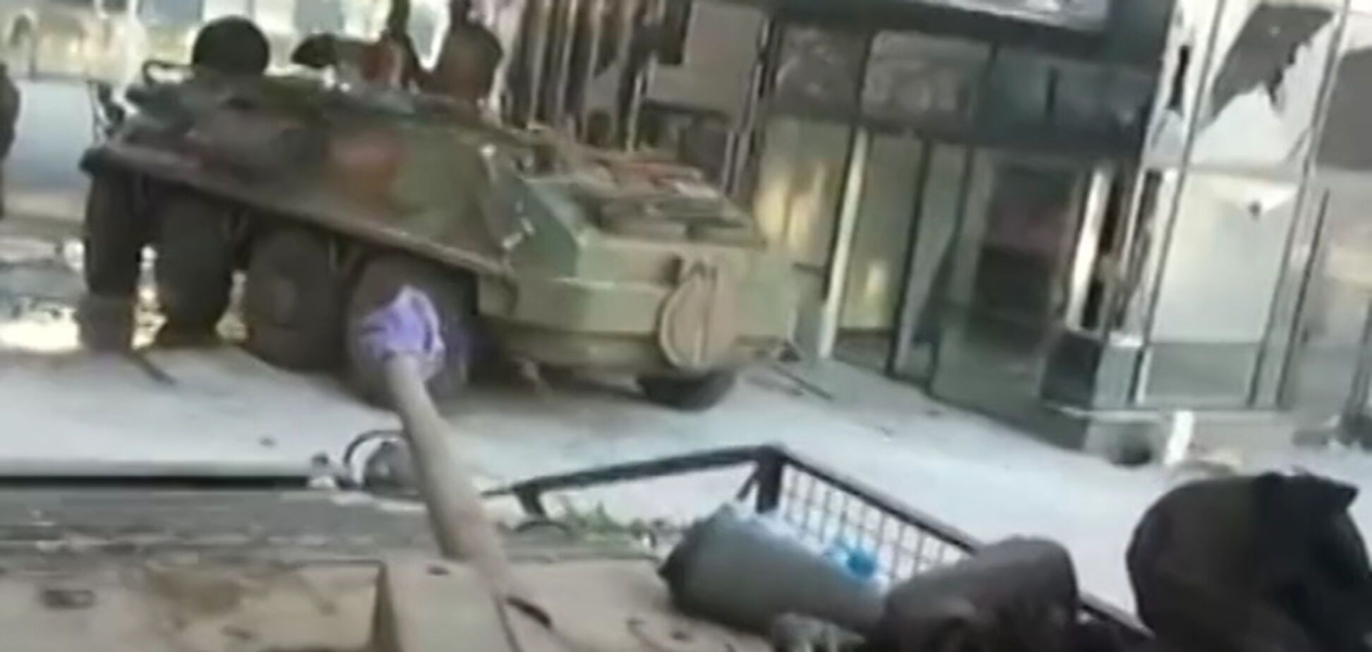 Донецкий аэропорт превратился в Брестскую крепость: видео из эпицентра фронта
