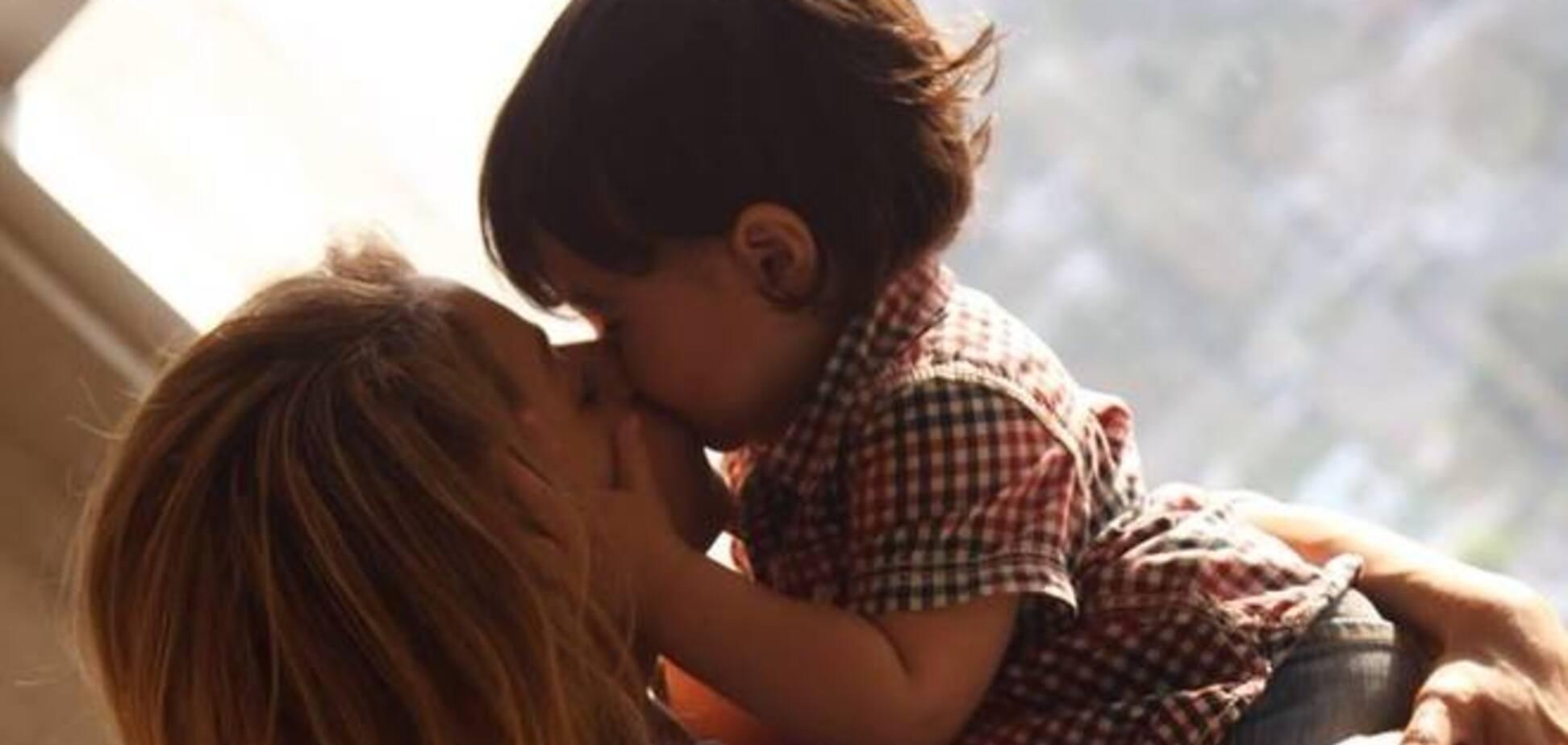 Видео Шакиры, на котором она учит сына читать, набрало бешеную популярность в сети