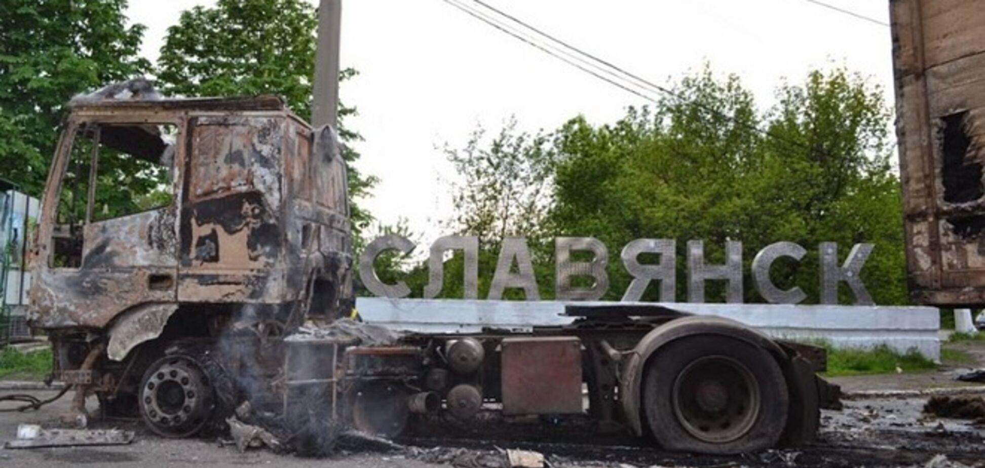В Славянске обнаружено три массовых захоронения, тела эксгумируют