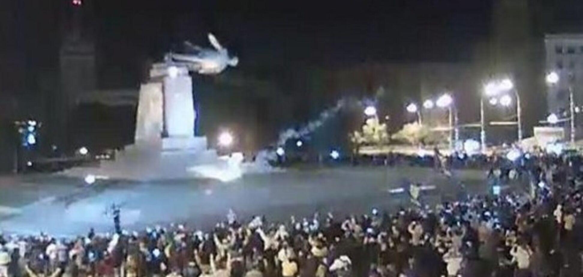 Біля спорожнілого постамента ідолу: реакція соцмереж на знесення пам'ятника Леніну в Харкові
